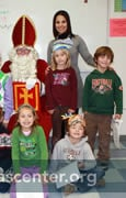 The children pose with Sint and Piet