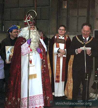 The Lord Mayor of Cambridge welcomes Saint Nicholas to the Guildhall