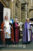 The Dean of the Cathedral greets St Nicholas, welcome him to the Cathedral<br />The Archbishop of Canterbury, center, and other dignitaries are also present<br />The short ceremony includes a story, hymn, prayer, and a visit to the Cathedral Crib