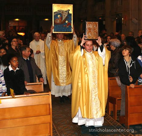 Procession with Saint Nicolas icon for the Solemn Mass