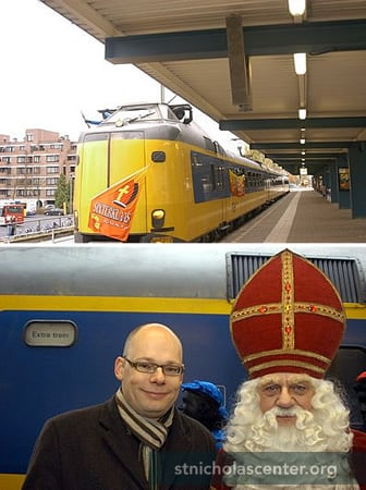Sinterklaas arrived on the Sint train in 2006, as there had been a large fire at the harbor
